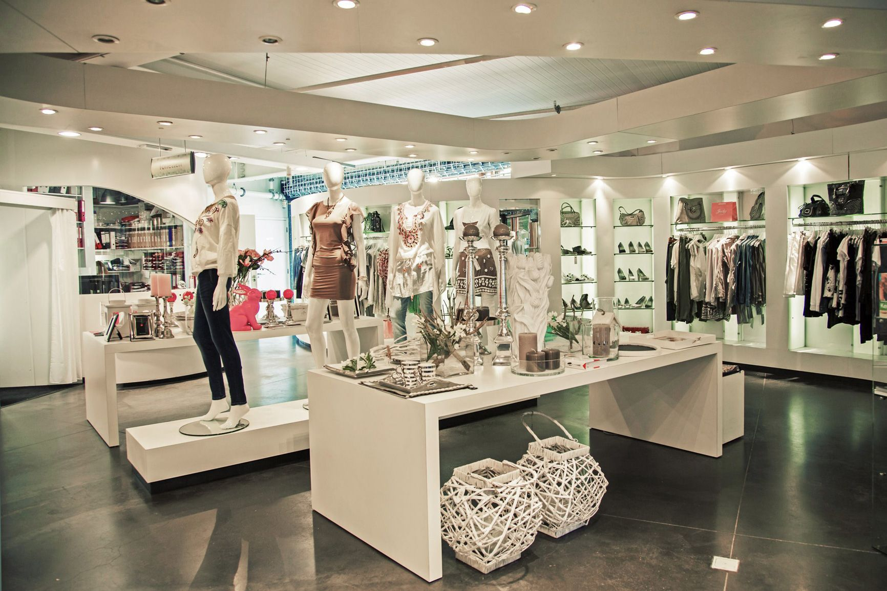Retail Fit Out Fashion Boutique In Biscester Shopping